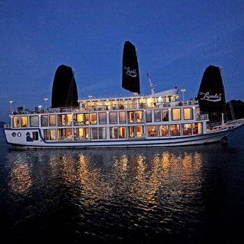 La Pinta Cruise Ship