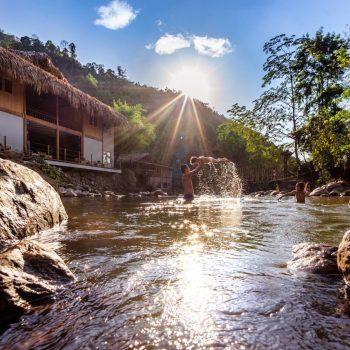 Topas Riverside Lodge - Sapa - river children