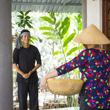 Local vietnamese minorities talking with eachother