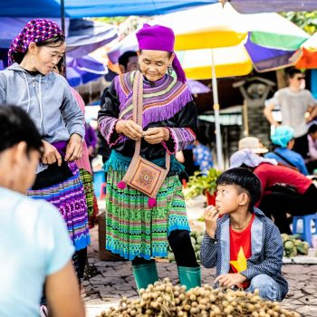 Topas Ecolodge - colourful minority - market Sapa